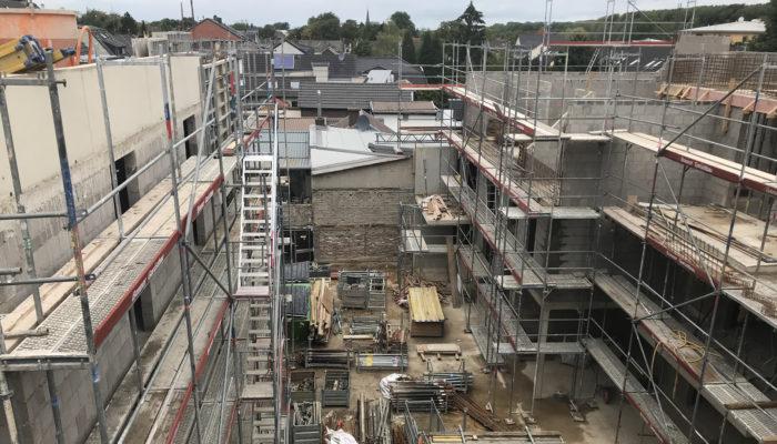 Abschluss der Betonier- und Maurerarbeiten bis zum Dachgeschoss.